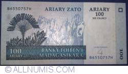 Image #1 of 100 Ariary = 500 Francs 2004
